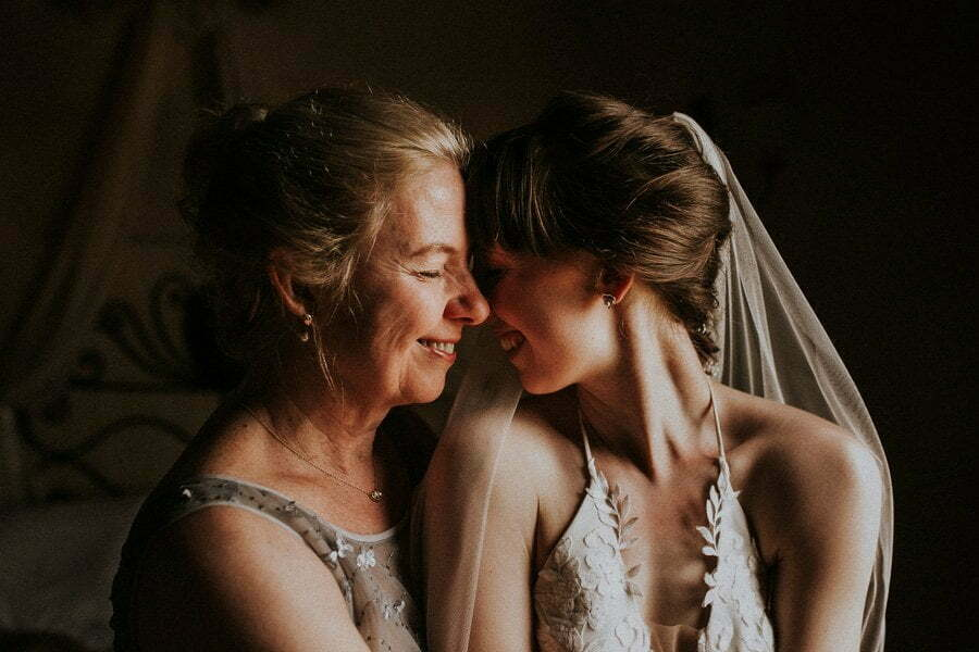 Bride and mother in Casale del Marchese