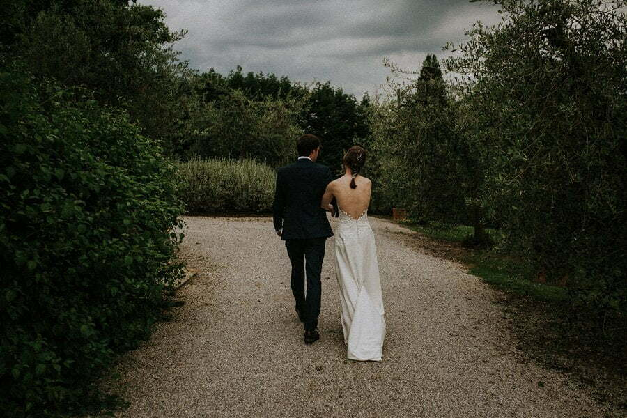 bride and groom wedding photographer in Tuscany